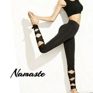 Pants - 🆕Bottom Tie Capri Yoga / Workout Leggings